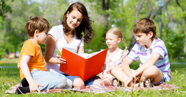 Outdoor reading class.